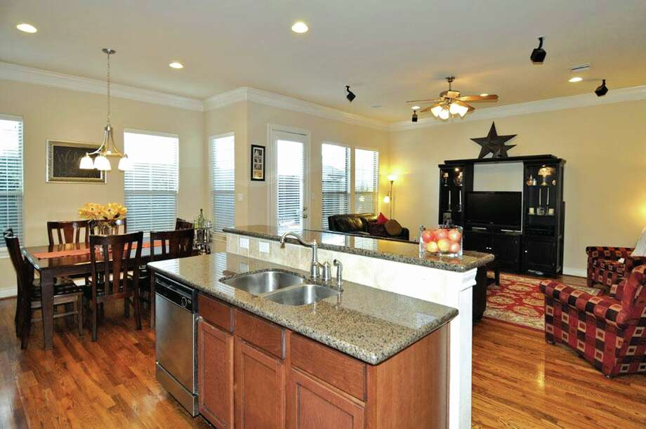1115 Wagner| $349,900 | Heritage Texas Properties | Agent: Darlene Krafka | 281.493.3880 | Photo: HTP