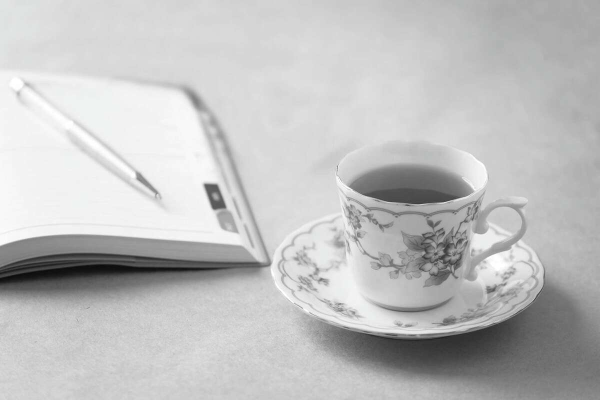 Tea and mysteries (Fotolia.com)
