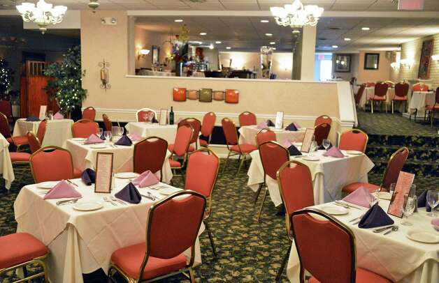 The main dining room at Portofino's Ristorante at the Travelodge in Latham Wednesday Oct. 24, 2012.  (John Carl D'Annibale / Times Union) Photo: John Carl D'Annibale / 00019749A