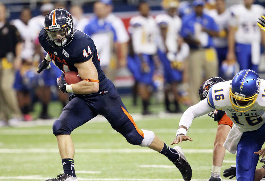 UTSA's Steven Kurfehs (44) runs away from San Jose State's Joe Gray with a fumble recovery and scores a touchdown in the second half at the Alamodome on Saturday, Oct. 20, 2012. UTSA lost to San Jose State, 52-24. Photo: Kin Man Hui, San Antonio Express-News / © 2012 San Antonio Express-News