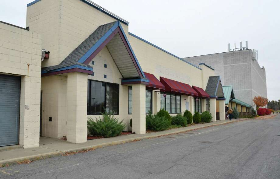 Empty storefronts at Latham Circle Mall in Colonie Thursday Oct. 25, 2012.  (John Carl D'Annibale / Times Union) Photo: John Carl D'Annibale