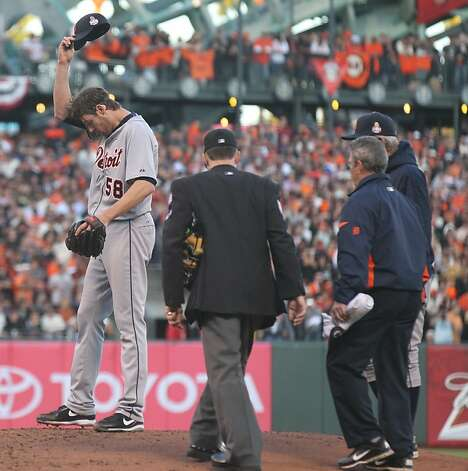 Doug Fister is not injured, but he drew a crowd after Gregor Blanco's liner hit him in the head. Photo: Lance Iversen, The Chronicle