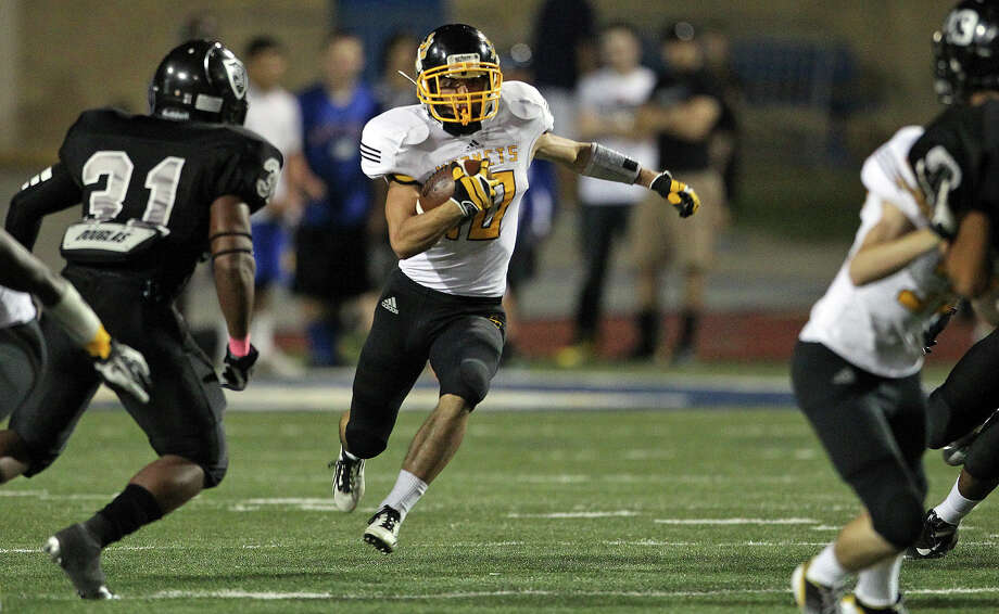 Dustin Toscano spots a hole for the Hornets as Steele hosts East Central at Lehnhoff Stadium on October 25, 2012. Photo: Tom Reel, Express-News / ©2012 San Antono Express-News