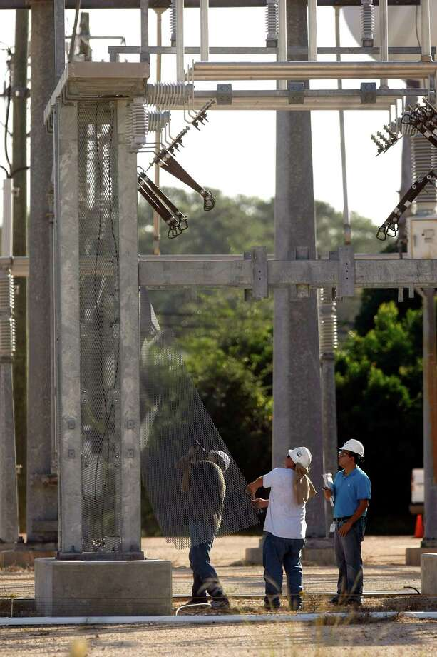 Workers document and assess the Spring-area CenterPoint Energy substation where a man who was believed to be attempting to steal copper wiring was electrocuted on Thursday. Photo: Johnny Hanson, Staff / Houston Chronicle