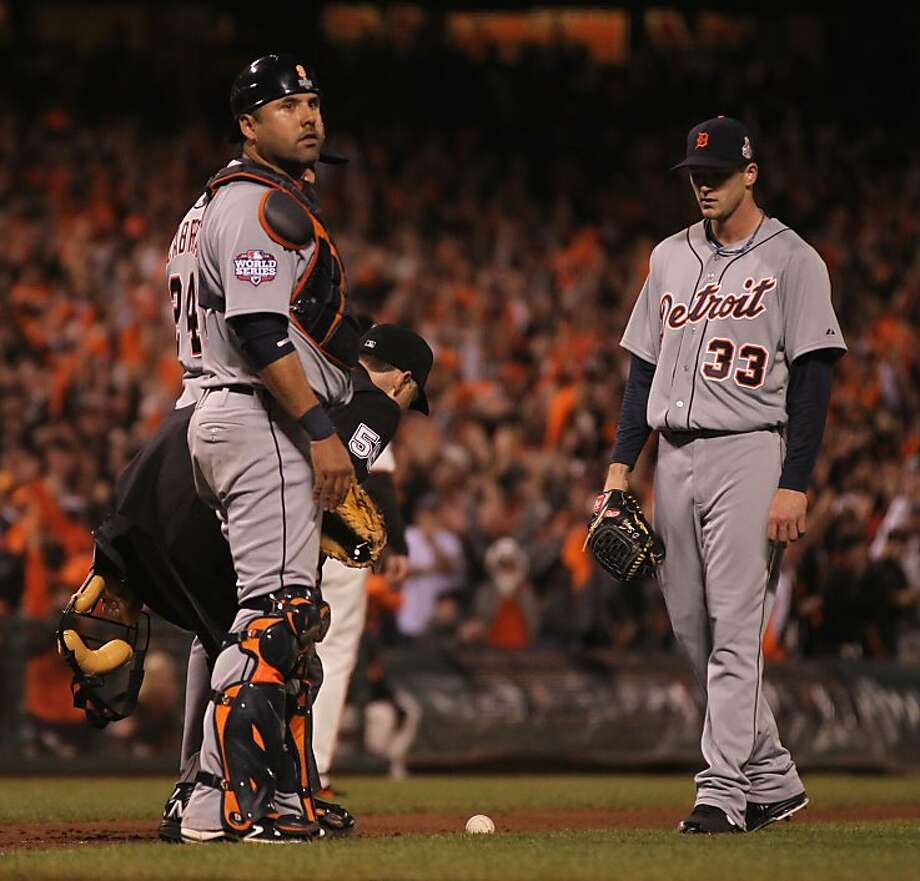 Detroit catcher Gerald Laird looks back at the dugout as Gregor Blanco's bunt comes to a stop in fair territory. Photo: Lance Iversen, The Chronicle