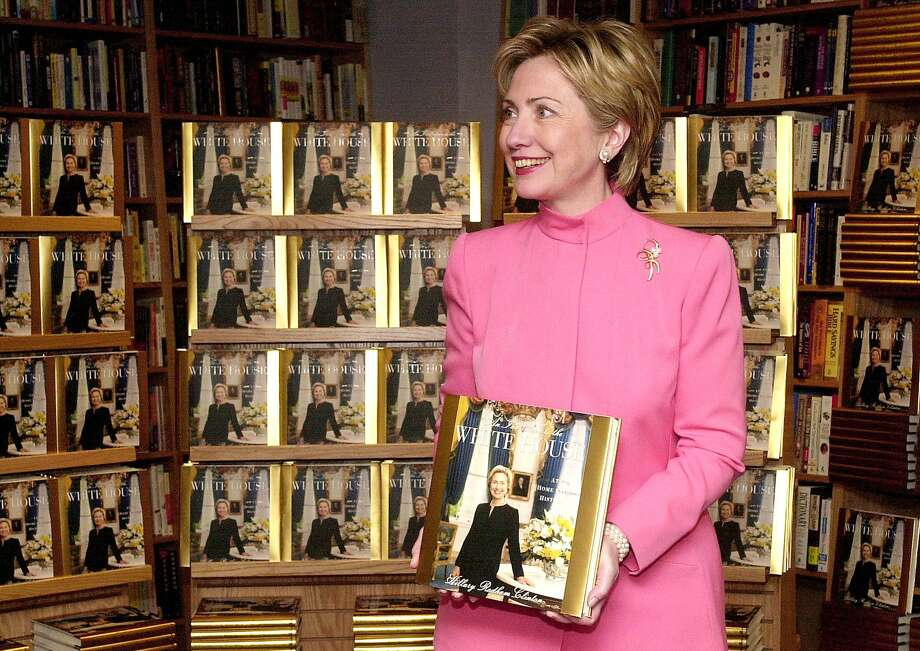 "First Lady Hillary Rodham Clinton promotes her new book ""An Invitation to the White House"" at a Border's bookstore Nov. 28, 2000 in Washington, DC. Photo: JOYCE NALTCHAYAN, Getty Images / AFP"