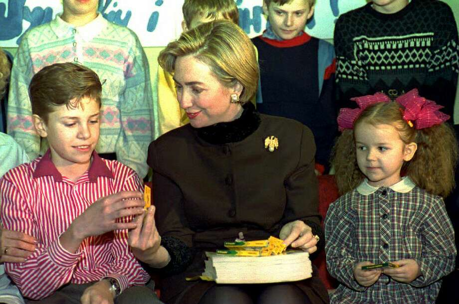 First Lady Hillary Clinton gives presents to children undergoing treatment on Jan. 15, 1994 at the Children's Hospital in Minsk, Belarus. Photo: MLADEN ANTONOV, Getty Images / AFP