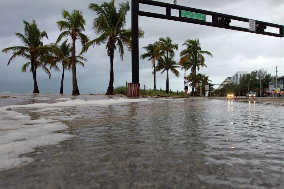 A few inches of water floods onto A1A during a storm surge on Ft. Lauderdale Beach on Friday, Oct. 26. Photo: Amy Beth Bennett, McClatchy-Tribune News Service / ARCHIVE