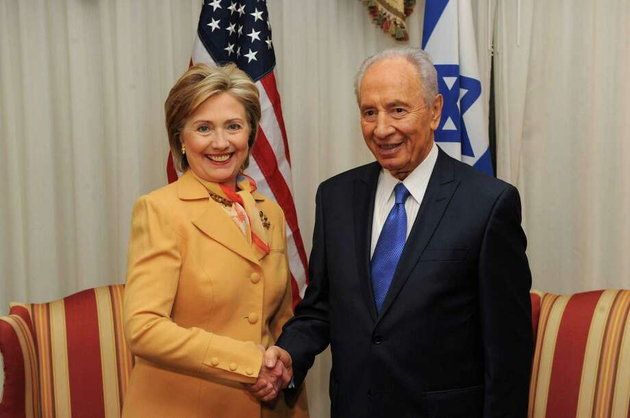 In this handout image supplied by the Israeli Government Press Office, Israeli President Shimon Peres meets with Secretary of State Hillary Clinton, on May 5, 2009 in Washington DC. Photo: GPO, Getty Images / 2009 GPO