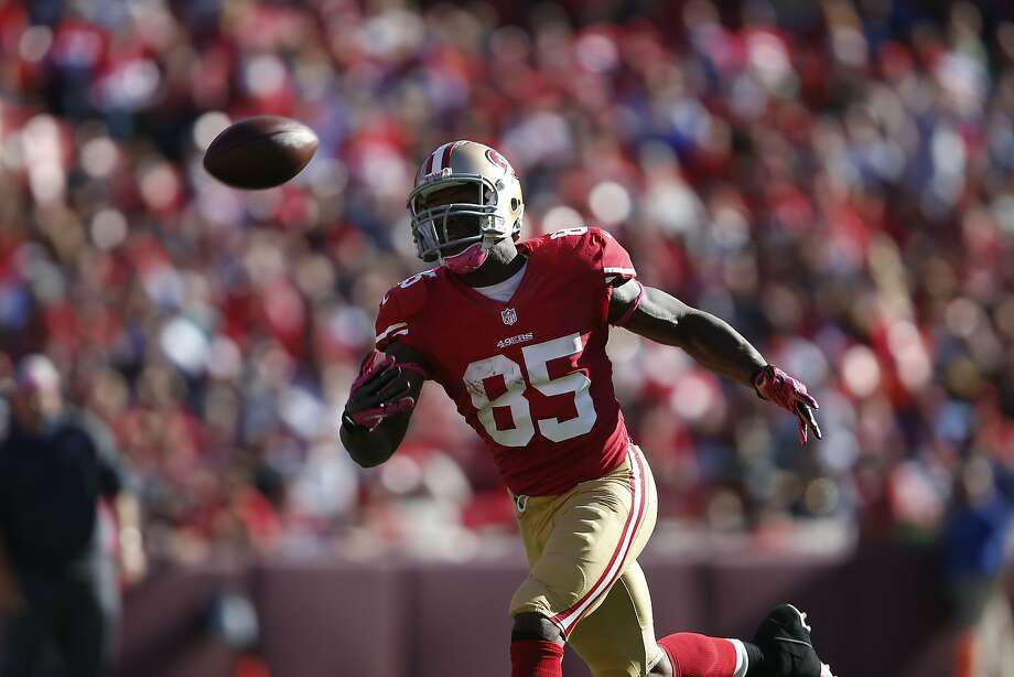 Tight end Vernon Davis (85) of San Francisco 49ers couldn't pull in a pass during a game against the visiting Buffalo Bills at Candlestick Park in San Francisco, Calif. on Sunday, Oct. 7, 2012. The 49ers defeated the Bills 45-3 Photo: Stephen Lam, Special To The Chronicle