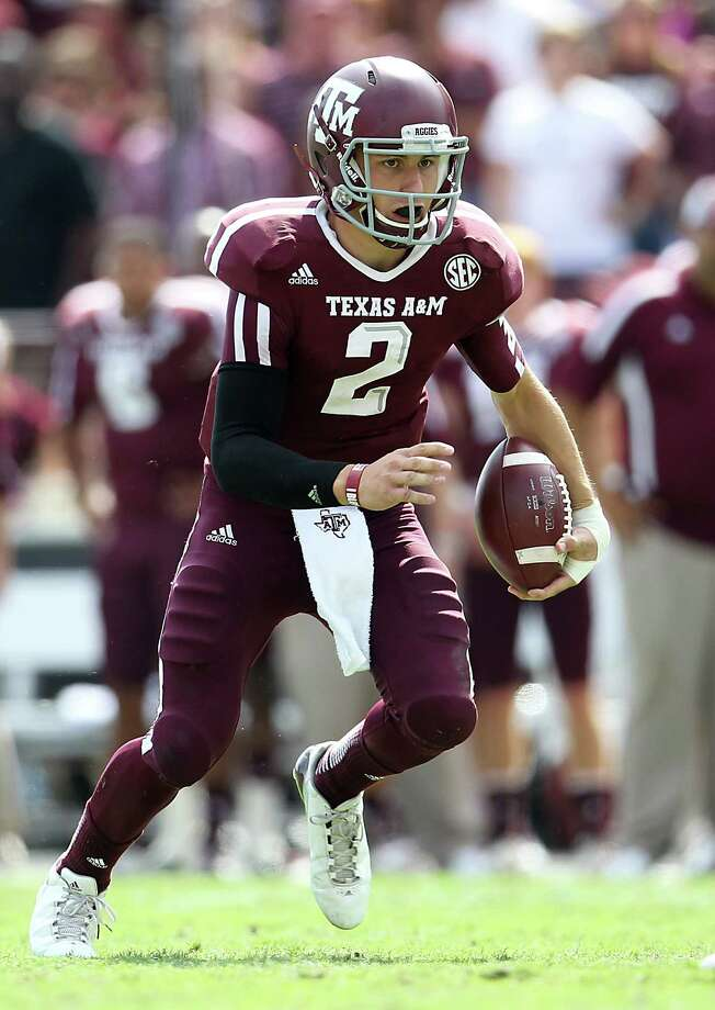 A&M QB Johnny Manziel (2) scrambles on the field during the fourth quarter of a college football game at Kyle Stadium, Saturday, Oct. 20, 2012, in College Station. LSU won the game 24-19.  ( Karen Warren / Houston Chronicle ) Photo: Karen Warren, Staff / Houston Chronicle