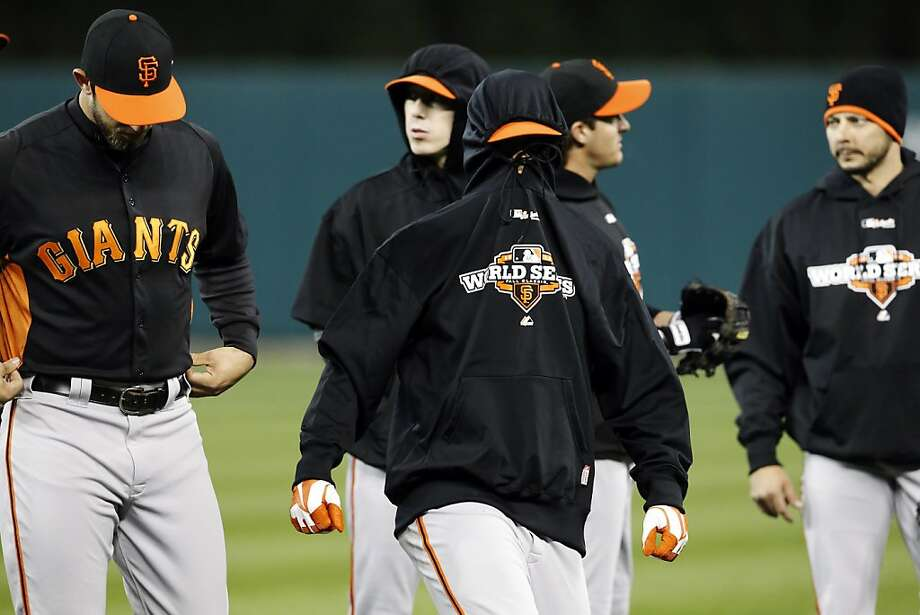 Shortstop Brandon Crawford is guilty of a cover-up as the Giants work out on the off day in chilly Detroit. Photo: Carlos Avila Gonzalez, The Chronicle