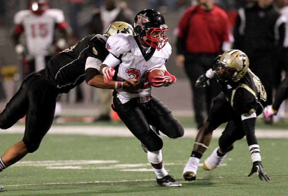 Terry running back Eugene Wright #22 ruhes in the second quarter against Foster during a District 23-4A football game between the Terry Rangers and the Foster Falcons Friday, October 26, 2012. Photo: Bob Levey, Houston Chronicle / Houston Chronicle