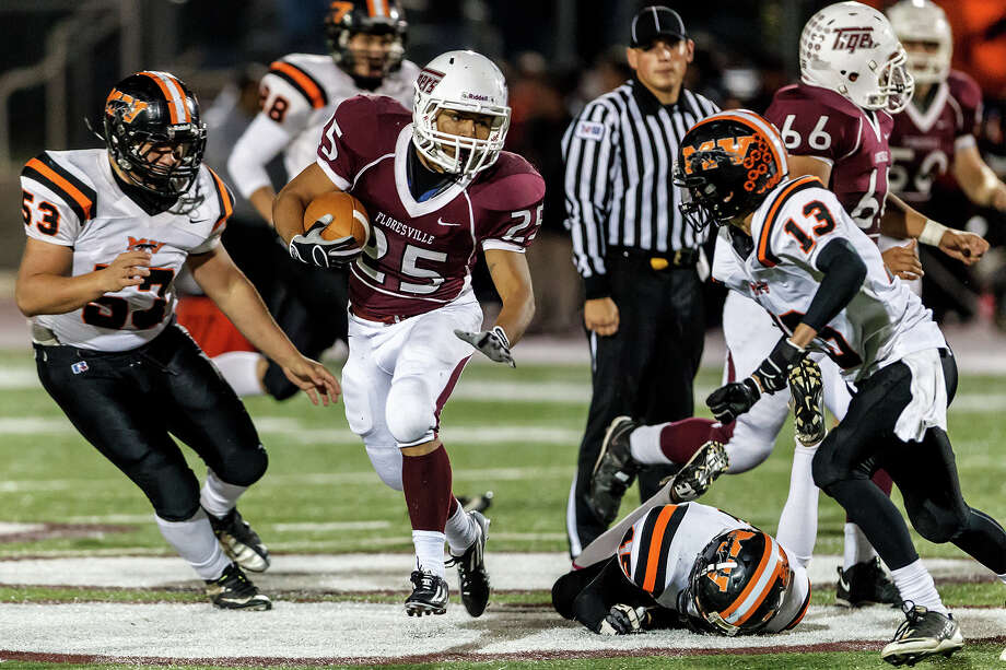 Floresville's Hector Villegas (25) tries to work his way past Medina Valley's Juan Landa (left) and Kenny Gallegos during the fourth quarter of their game at Eschenberg Field in Flooresville on Oct. 26, 2012.  Medina Valley beat the Tigers 27-13.  MARVIN PFEIFFER/ mpfeiffer@express-news.net Photo: MARVIN PFEIFFER, Express-News / Express-News 2012