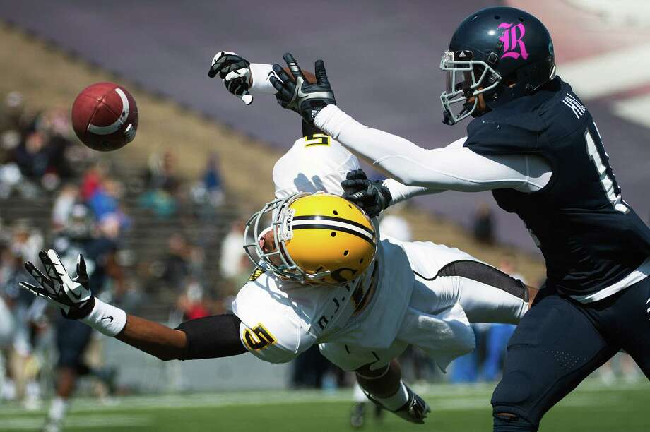 Southern Miss wide receiver D.J. Thompson can't make a diving catch as Rice safety Malcolm Hill defends during the first quarter. Photo: Smiley N. Pool, Houston Chronicle / Houston Chronicle