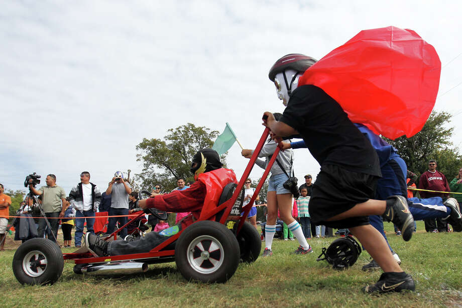 The Bowdoin Elementary Little Luchares race in an early round during the 8th Annual Dignowity Hill Push Cart Derby at Dignowity Hill Park, Saturday, October 27, 2012. Photo: Jennifer Whitney, For The Express-News / © Jennifer Whitney