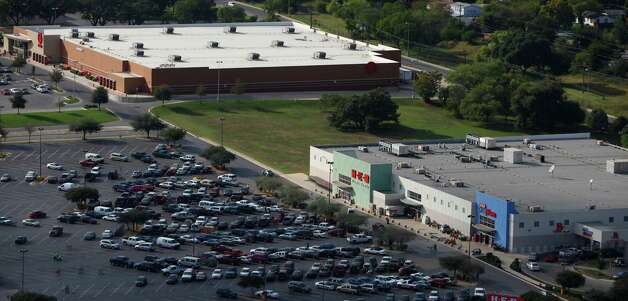 An H-E-B Plus outlet can been seen in this aerial view that includes a Target store in the Brooks City-Base area. Photo: William Luther, San Antonio Express-News / San Anotnio Express-News