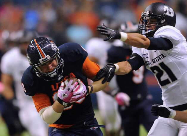 UTSA tight end Cole Hubble hauls in a long pass as Utah State's Brian Suite defends during WAC football action at the Alamodome on Saturday, Oct. 27, 2012. Photo: Billy Calzada, Express-News / © 2012 San Antonio Express-News