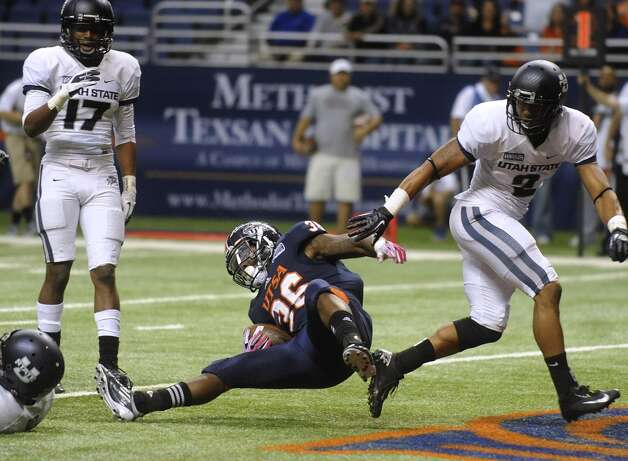 UTSA running back Evans Okotcha scores against Utah State during WAC football action at the Alamodome on Saturday, Oct. 27, 2012. (Billy Calzada / San Antonio Express-News)