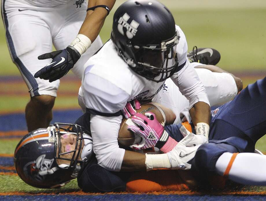 UTSA receiver Cole Hicks, bottom, holds the ball to complete a touchdown catch as Will Davis of Utah State attempts to take the ball away during WAC football action at the Alamodome on Saturday, Oct. 27, 2012. (Billy Calzada / San Antonio Express-News)