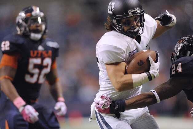 Utah State receiver Cameron Web eludes UTSA defender Darrien Starling enroute to a touchdown during WAC football action at the Alamodome on Saturday, Oct. 27, 2012. (Billy Calzada / San Antonio Express-News)