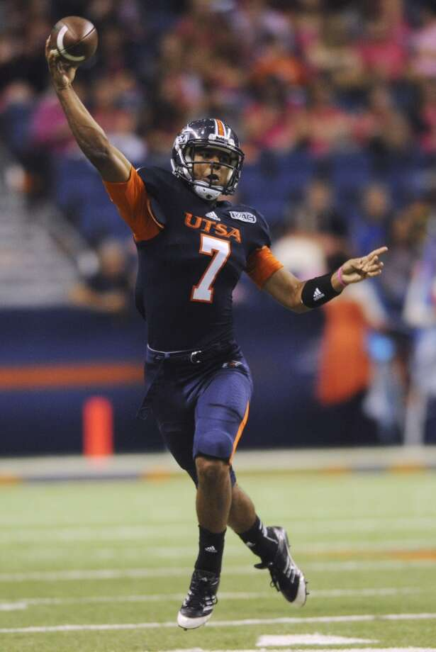 UTSA quarterback Ryan Polite throws a pass during WAC football action against Utah State at the Alamodome on Saturday, Oct. 27, 2012. (Billy Calzada / San Antonio Express-News)