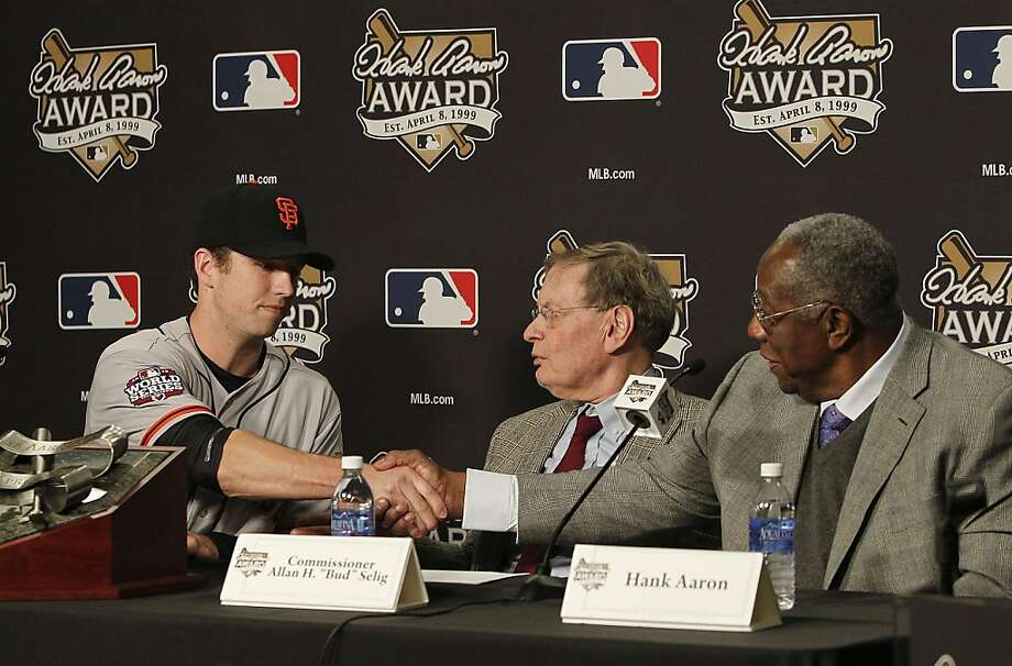 Buster Posey shakes hands with an even more famous Georgian, Hall of Famer Hank Aaron. Photo: Michael Macor, The Chronicle