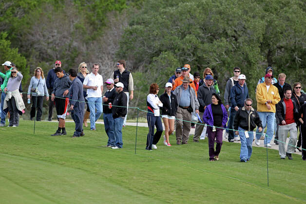 Moderate crowds follow the leaders on 18 during the second round of the 2012 AT&T Championship at the AT&T Canyons course on October 27, 2012. Photo: Tom Reel, Express-News / ©2012 San Antono Express-News
