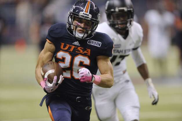 UTSA receiver Aaron Grubb runs after a catch during WAC football action against Utah State at the Alamodome on Saturday, Oct. 27, 2012. (San Antonio Express-News)
