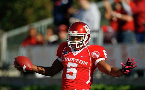 Houston running back Charles Sims (5) celebrates his touchdown run during the first quarter of a NCAA football game against UTEP, Saturday, Oct. 27, 2012, in Robertson Stadium in Houston.  ( Nick de la Torre / Houston Chronicle ) \ Photo: Nick De La Torre, Houston Chronicle / Houston Chronicle