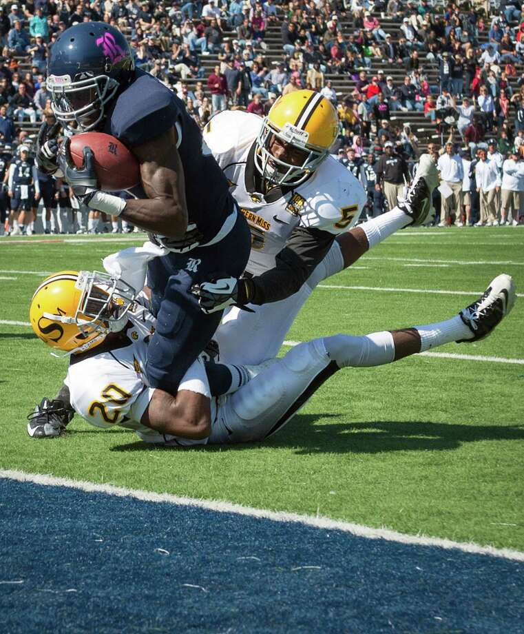 Rice wide receiver Donte Moore (81) gets into the end zone past Southern Miss defensive backs Ed Wilkins (20) and Jerrion Johnson (5) to score on a 9-yard reverse during the second quarter. Photo: Smiley N. Pool, Houston Chronicle / © 2012  Houston Chronicle