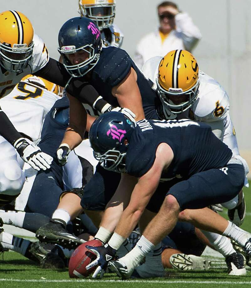 Rice linebacker James Radcliffe (10) recovers a fumble by Southern Miss quarterback Arsenio Favor (6) during the second quarter. Photo: Smiley N. Pool, Houston Chronicle / © 2012  Houston Chronicle