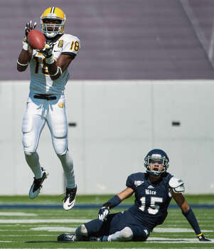 Southern Miss wide receiver Dominique Sullivan (18) catches a pass as Rice cornerback Phillip Gaines (15) slips to the turf during the second quarter. Photo: Smiley N. Pool, Houston Chronicle / © 2012  Houston Chronicle