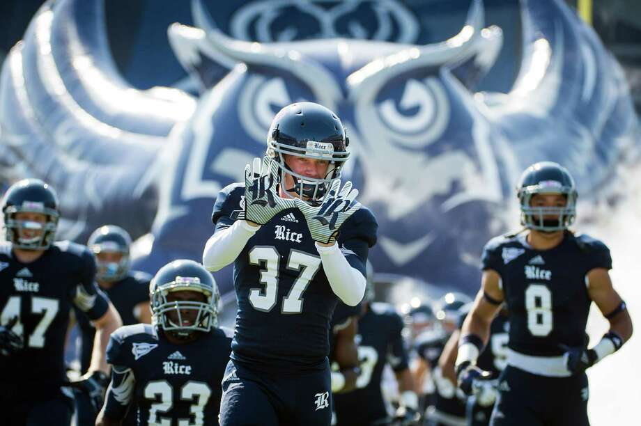 Rice cornerback Drew Travis (37) flashes the Owls hand signal as the team takes the field. Photo: Smiley N. Pool, Houston Chronicle / © 2012  Houston Chronicle