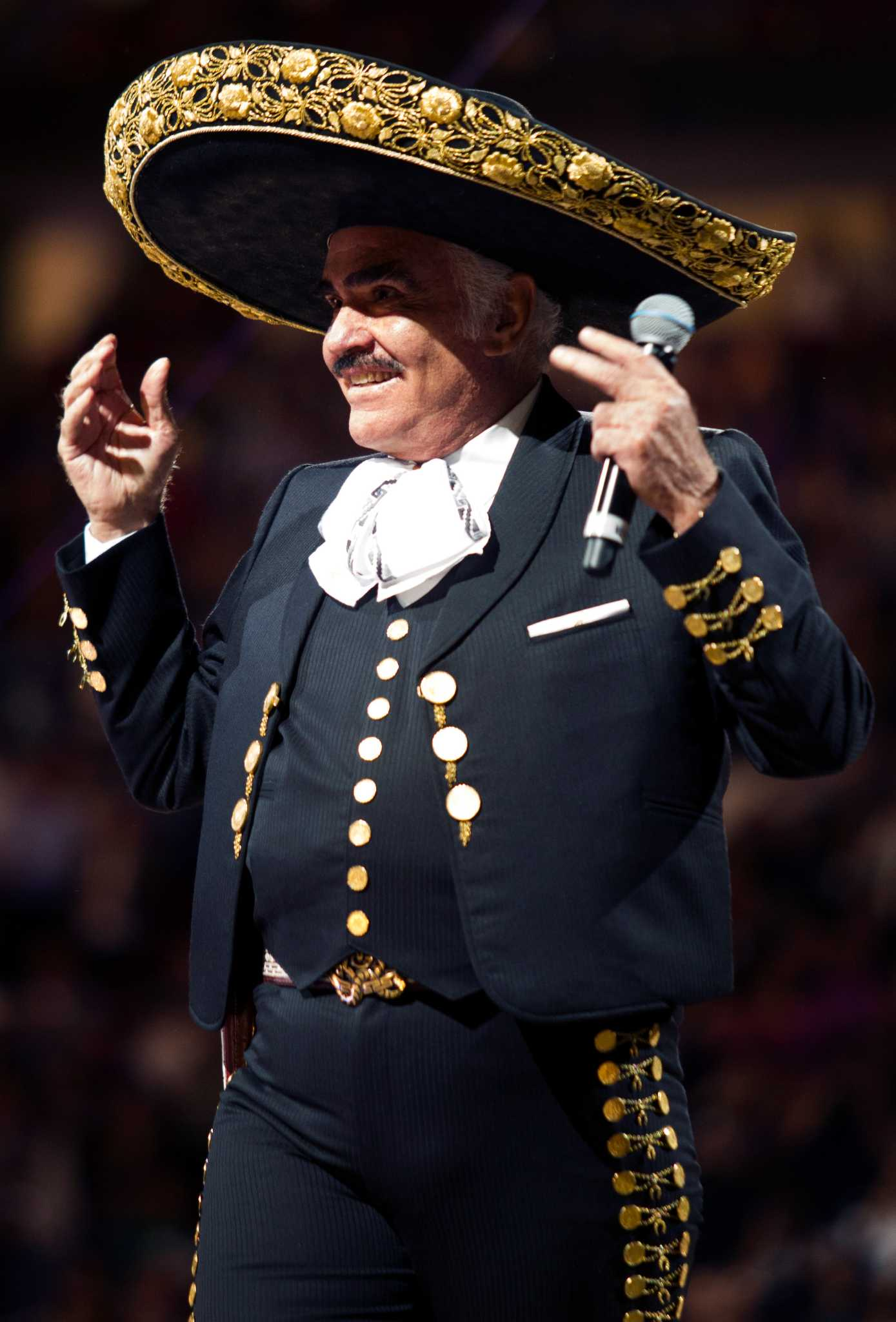Vicente Fernandez Shows His Voice Still Has Its Power