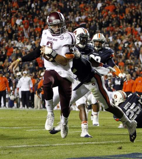 Texas A&M quarterback Johnny Manziel (2) runs in for a touchdown past Auburn defensive back Demetruc