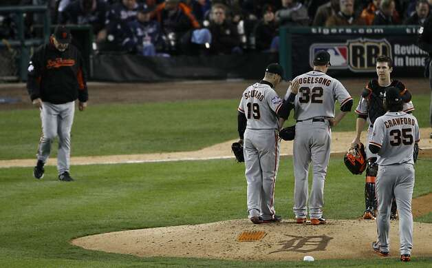 Giants' manager Bruce Bochy walks out to the mound to take Ryan Vogelsong out of the game in the 6th inning during the World Series game 3 at Comerica Park in Detroit, MI, on Saturday, Oct. 27, 2012. Photo: Carlos Avila Gonzalez, The Chronicle