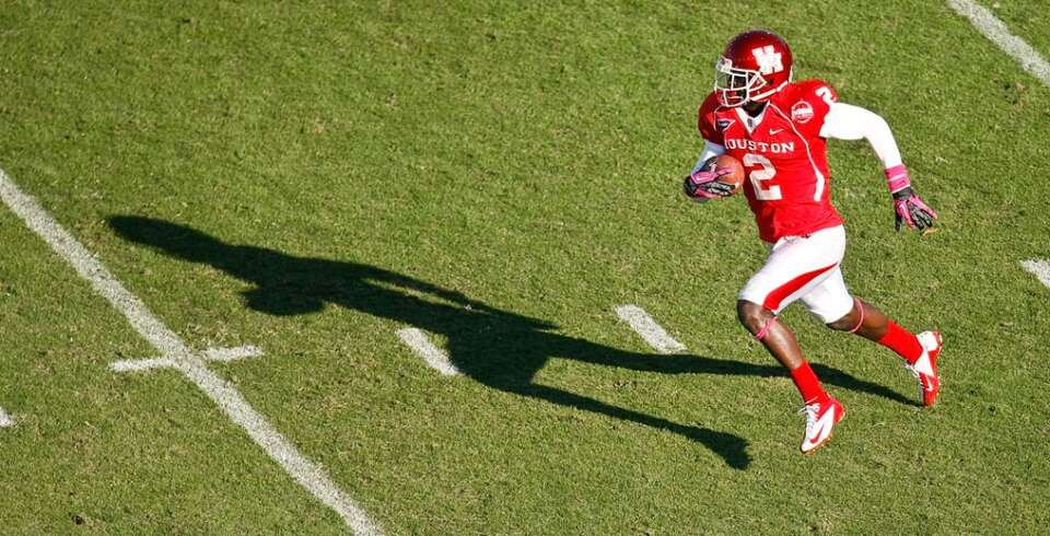 Houston defensive back D.J. Hayden (2) finds plenty of running room after intercepting a ball for a