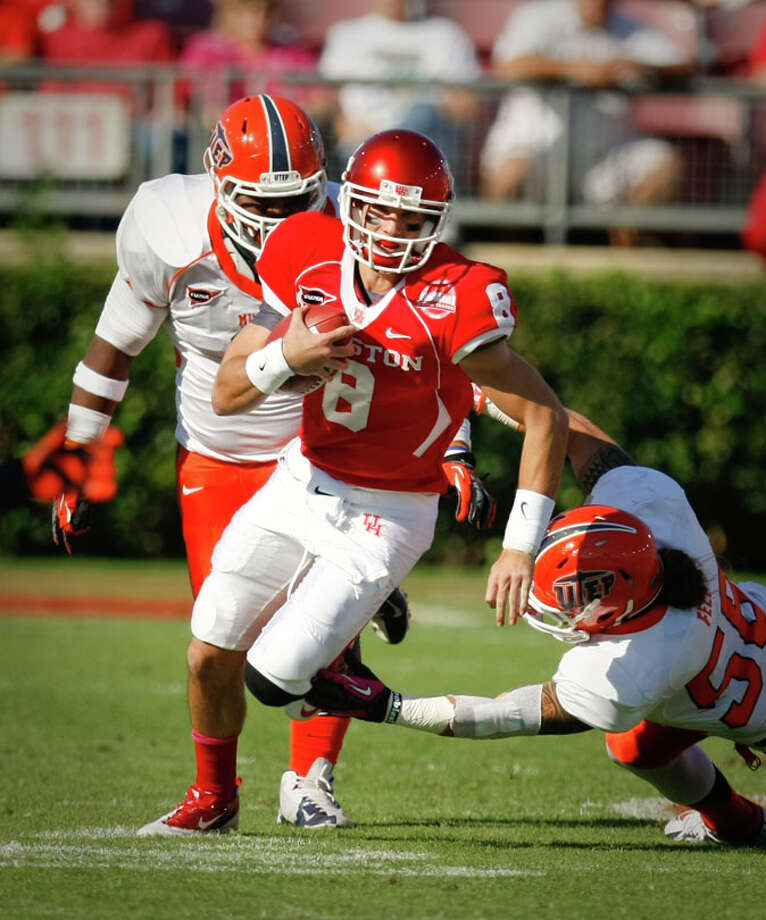 Houston quarterback David Piland (8) scrambles for a first down as he makes UTEP offensive linesman Brander Craighead (58) miss during the first quarter. Photo: Nick De La Torre, Houston Chronicle / © 2012  Houston Chronicle