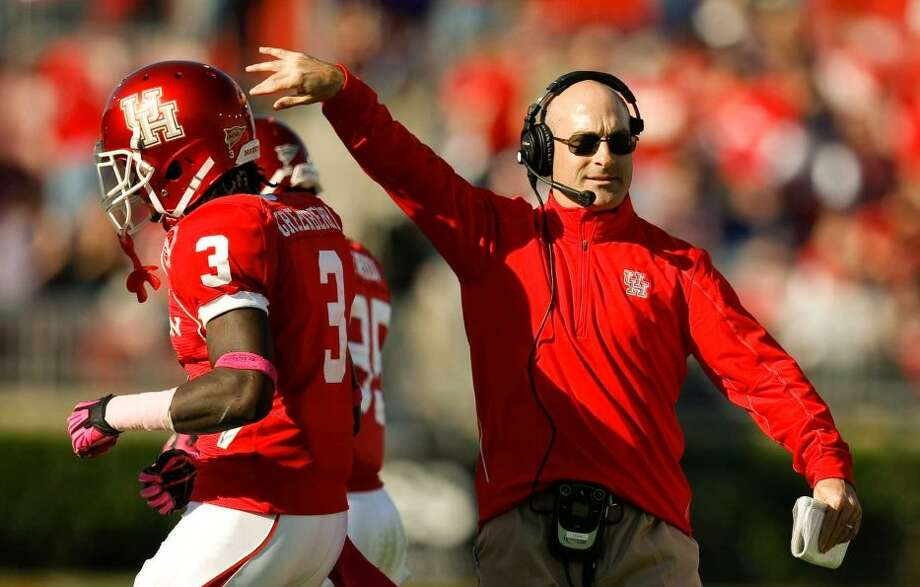 Houston coach Tony Levine congratulates wide receiver Deontay Greenberry after his touchdown. (Nick de la Torre / Houston Chronicle)