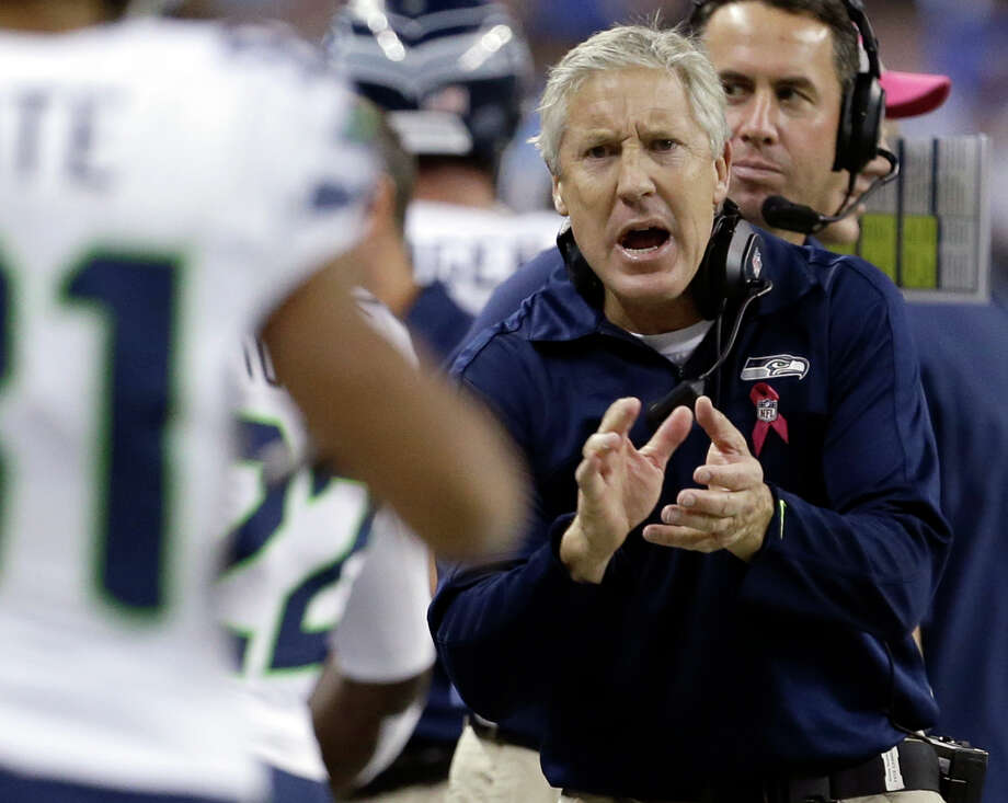 Seattle Seahawks head coach Pete Carroll talks to players in the first half of an NFL football game against the Detroit Lions, Sunday, Oct. 28, 2012. in Detroit. Photo: AP