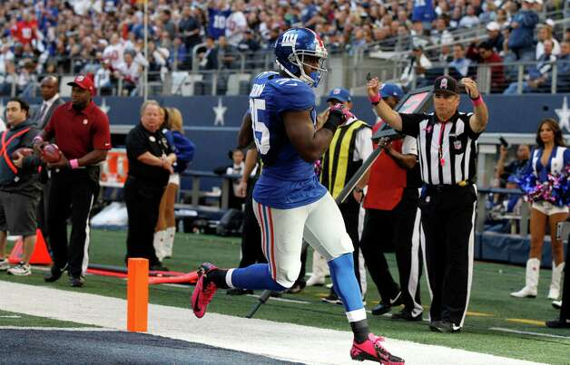 New York Giants running back Andre Brown (35) scores a touchdown against the Dallas Cowboys during the first half of an NFL football game Sunday, Oct. 28, 2012 in Arlington, Texas. (AP Photo/Tony Gutierrez) Photo: Tony Gutierrez, Associated Press / AP
