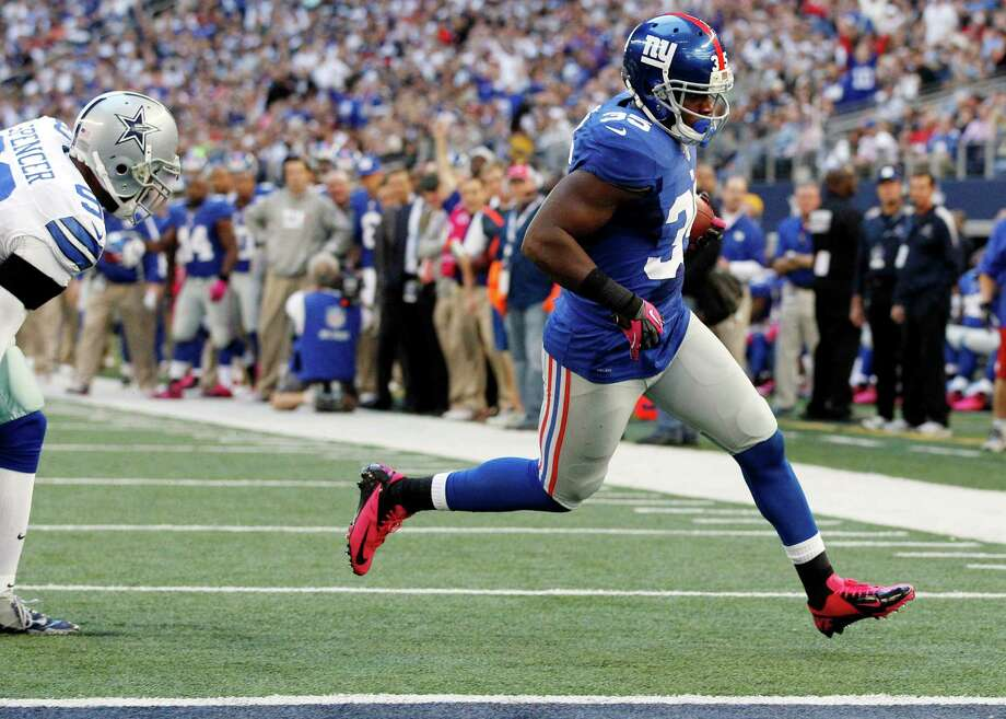 New York Giants running back Andre Brown (35) scores a touchdown against the Dallas Cowboys during the first half of an NFL football game, Sunday, Oct. 28, 2012, in Arlington, Texas. (AP Photo/Tony Gutierrez) Photo: Tony Gutierrez, Associated Press / AP