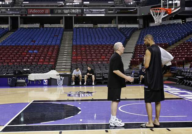 Spurs coach Gregg Popovich (left) talks with star forward Tim Duncan after players attended practice at the Arco Arena on Saturday, April 29, 2006 after losing game 3 the night before to the Sacramento Kings in a last second shot in the first round of the 2006 NBA Western Conference playoffs. Kin Man Hui/Express-News (SAN ANTONIO EXPRESS-NEWS)