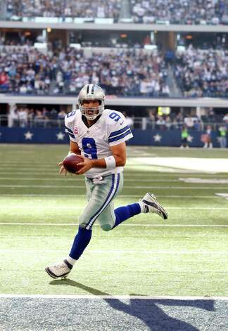 Dallas Cowboys quarterback Tony Romo scores a touchdown against the New York Giants during the second half of an NFL football game Sunday, Oct. 28, 2012 in Arlington, Texas. (AP Photo/Sharon Ellman) Photo: Sharon Ellman, Associated Press / FR170032 AP