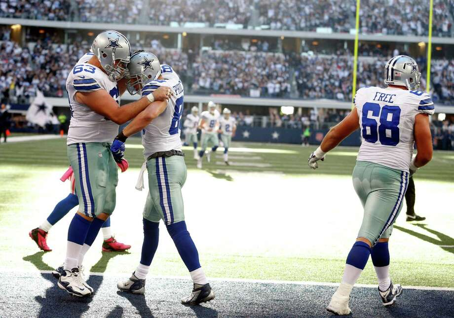 Dallas Cowboys tight end John Phillips (89) celebrates his touchdown against the New York Giants with Ryan Cook (63)  during the second half of an NFL football game Sunday, Oct. 28, 2012 in Arlington, Texas. tackle Doug Free (68) walks by. (AP Photo/Sharon Ellman) Photo: Sharon Ellman, Associated Press / FR170032 AP