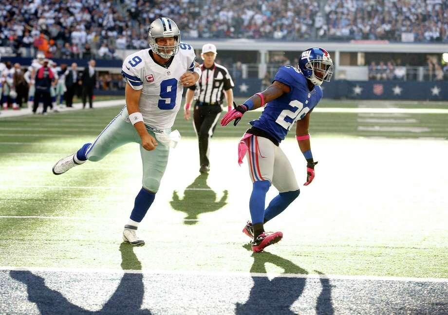 Dallas Cowboys quarterback Tony Romo (9) and New York Giants safety Antrel Rolle (26) during the second half of an NFL football game Sunday, Oct. 28, 2012 in Arlington, Texas. (AP Photo/Sharon Ellman) Photo: Sharon Ellman, Associated Press / FR170032 AP