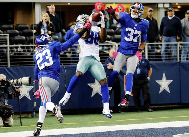 Dallas Cowboys wide receiver Dez Bryant (88) makes a last-minute reception between New York Giants cornerbacks Corey Webster (23) and Michael Coe (37) for a touchdown that was nullified after review during an NFL football game, Sunday, Oct. 28, 2012, in Arlington, Texas. The Giants won 29-24. (AP Photo/Sharon Ellman) Photo: Sharon Ellman, Associated Press / FR170032 AP