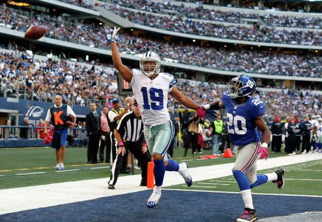 Dallas Cowboys wide receiver Miles Austin (19) and New York Giants cornerback Prince Amukamara (20) during the first half of an NFL football game Sunday, Oct. 28, 2012 in Arlington, Texas. (AP Photo/Sharon Ellman) Photo: Sharon Ellman, Associated Press / FR170032 AP