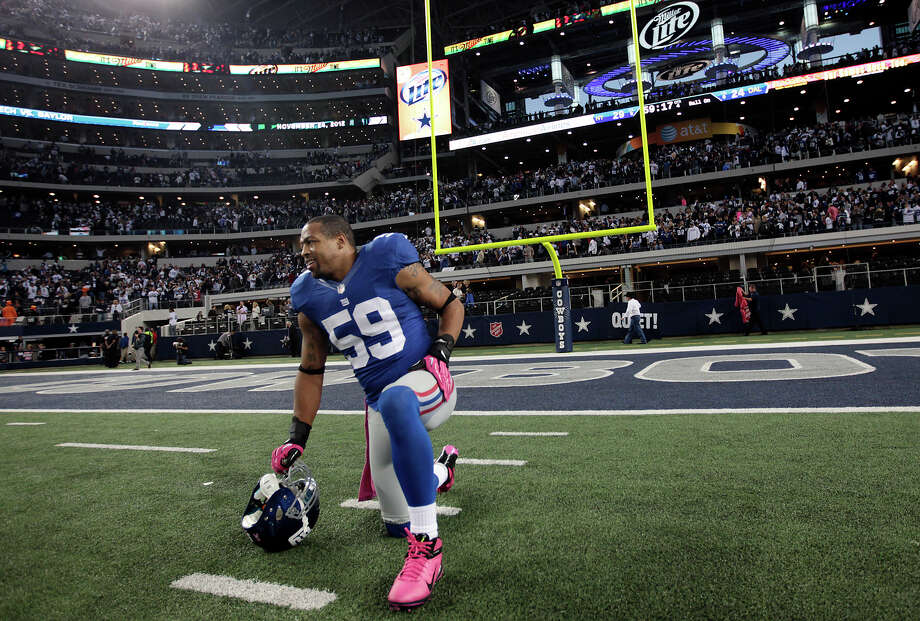 New York Giants'  linebacker Michael Boley takes a breather after they defeat the Dallas Cowboys, 29-24 at Cowboys Stadium in Arlington, Texas, Sunday, Oct. 28, 2012. Photo: Jerry Lara, Express-News / © 2012 San Antonio Express-News